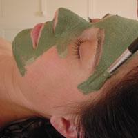 Kosmetikbehandlung mit Massage und Andrea Bär