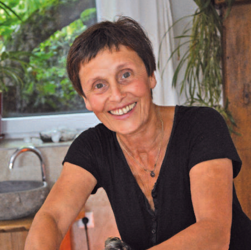Andrea Bär und Ihre FlussStein-Massagen